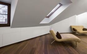 Medinės grindys namuse